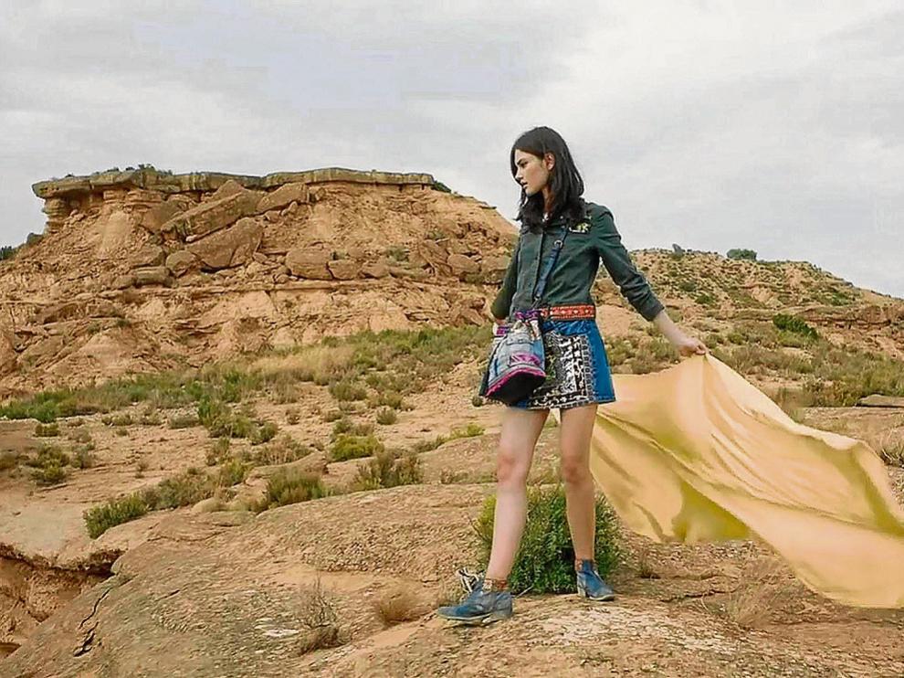 Anuncio de una marca de moda femenina rodado en la sierra de Jubierre, en Los Monegros.