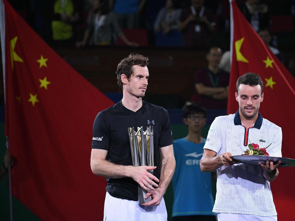 Momento de la entrega de trofeos en Shanghái.