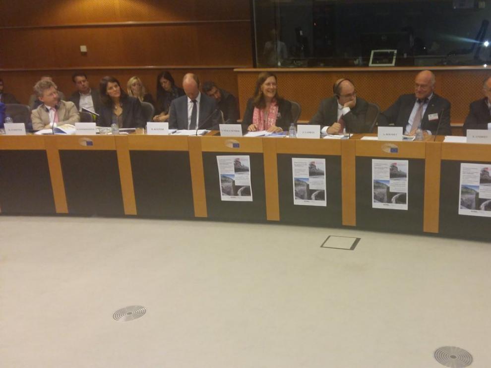 Reunión en Bruselas de la Comisión de Transportes del Parlamento Europeo, con presencia de Javier Lambán y Alain Rousset.