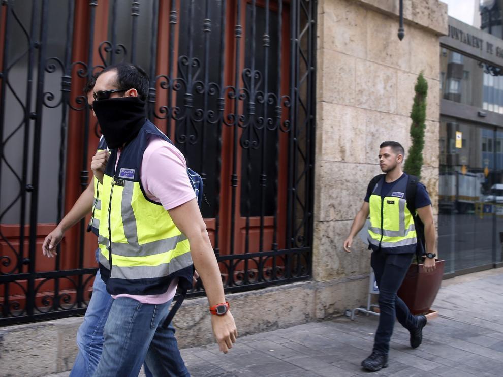 Agentes de la UDEF en una foto de archivo