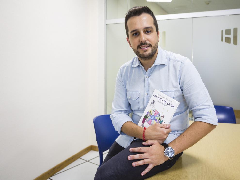 Héctor Castiñeira es un enfermero gallego que comparte con su personaje ('Satu') profesión y vocación.