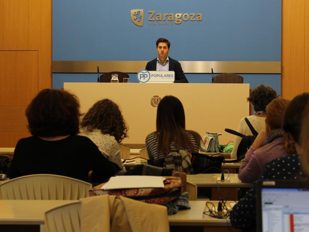El concejal del PP Sebastián Contín en una rueda de prensa.