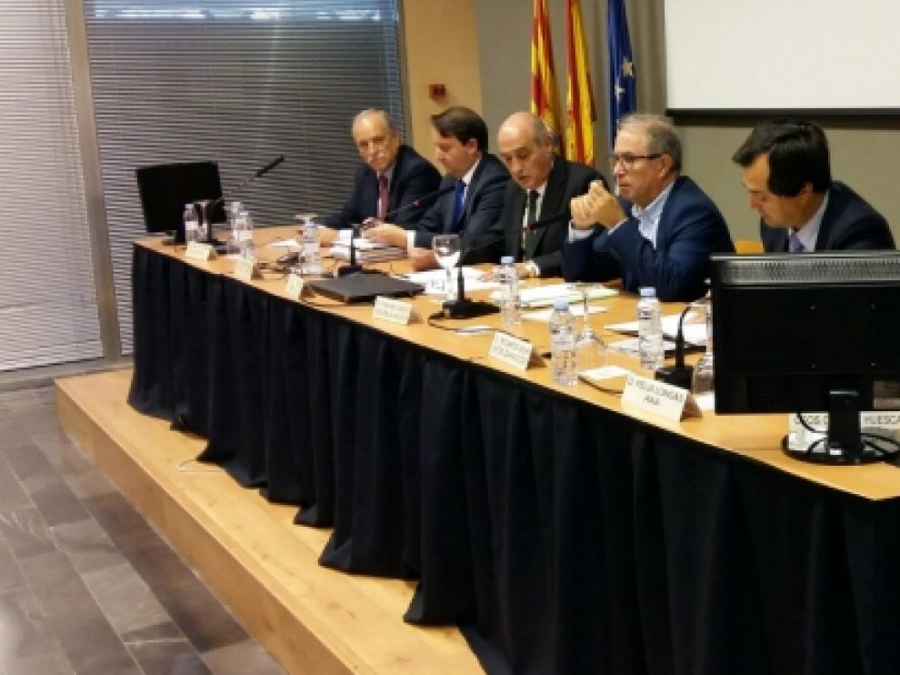 Fernando Gimeno se reúne con la cúpula empresarial de la Comunidad en la sede de la Confederación Española de Organizaciones Empresariales en Aragón.