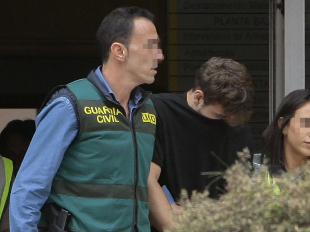 Nogueira, escoltado por la Guardia Civil.
