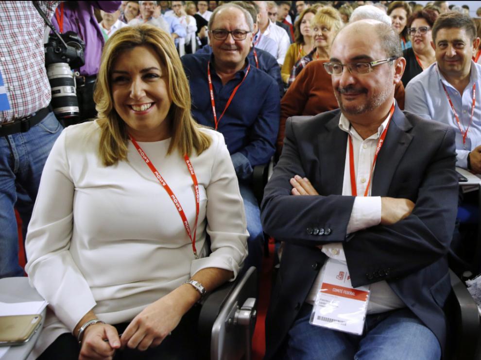 El Comité Federal del PSOE decide sobre el voto a Rajoy. En la imagen, Susana Díaz y Javier Lambán.
