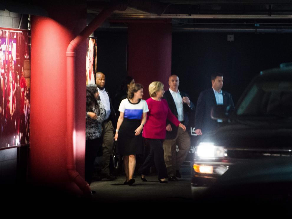 Hillary Clinton sale del concierto de Adele en Miami.