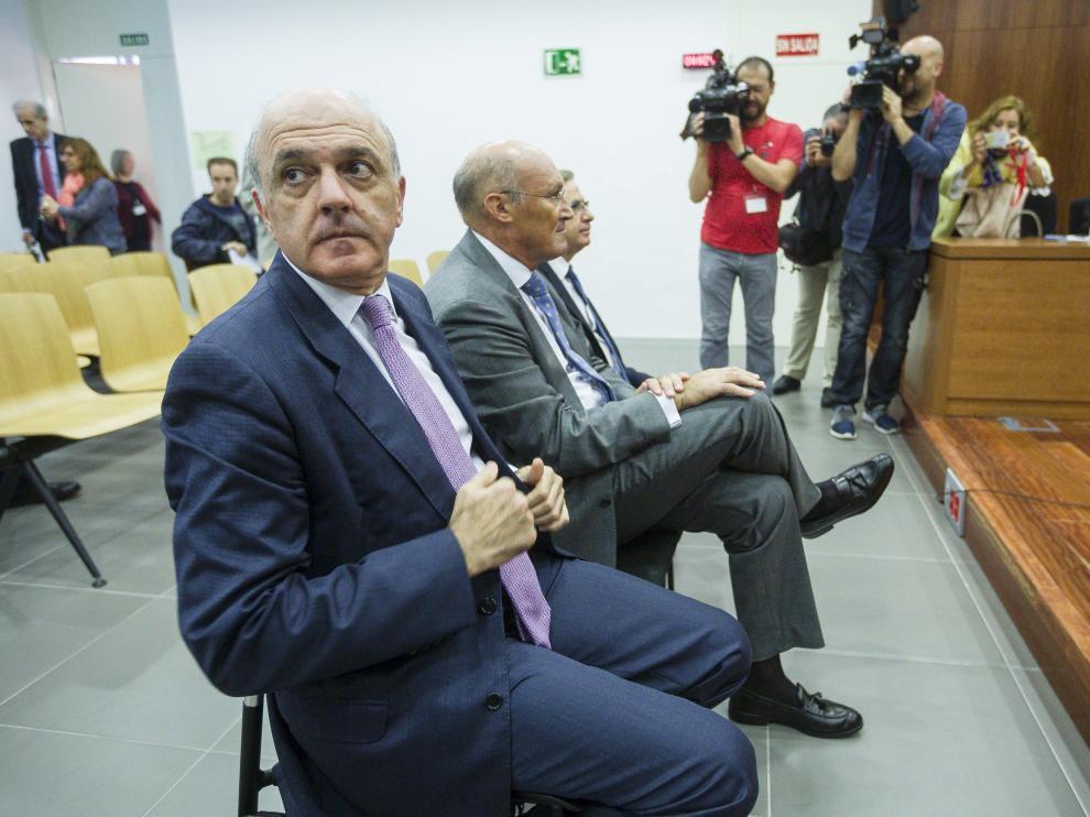 Los tres acusados –Tomás García Montes, Javier Alfaro y Ramón Marrero–, ayer, durante la tercera y última sesión del juicio.