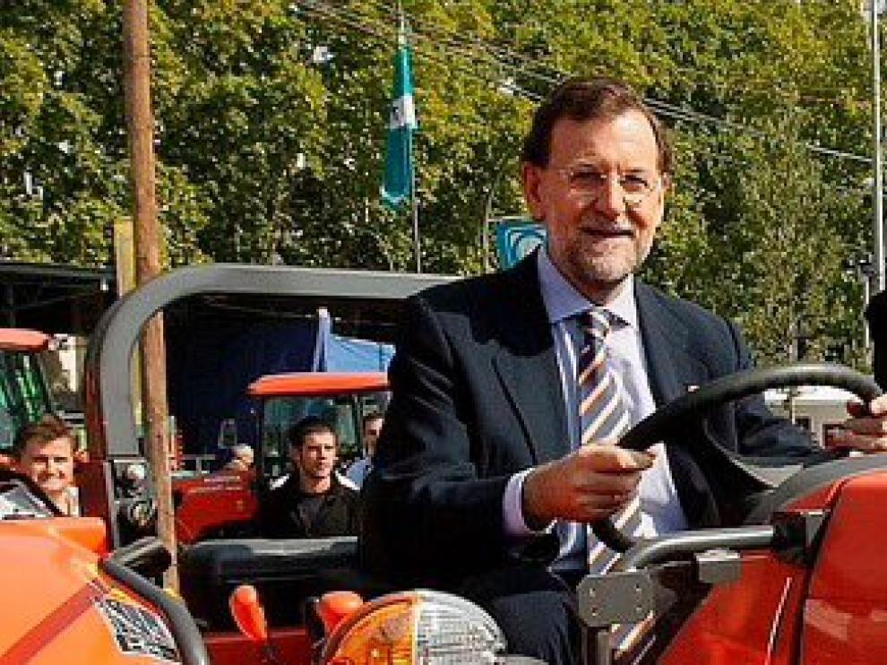 Rajoy responde irónicamente a un diputado del PNV en la sesión de investidura.