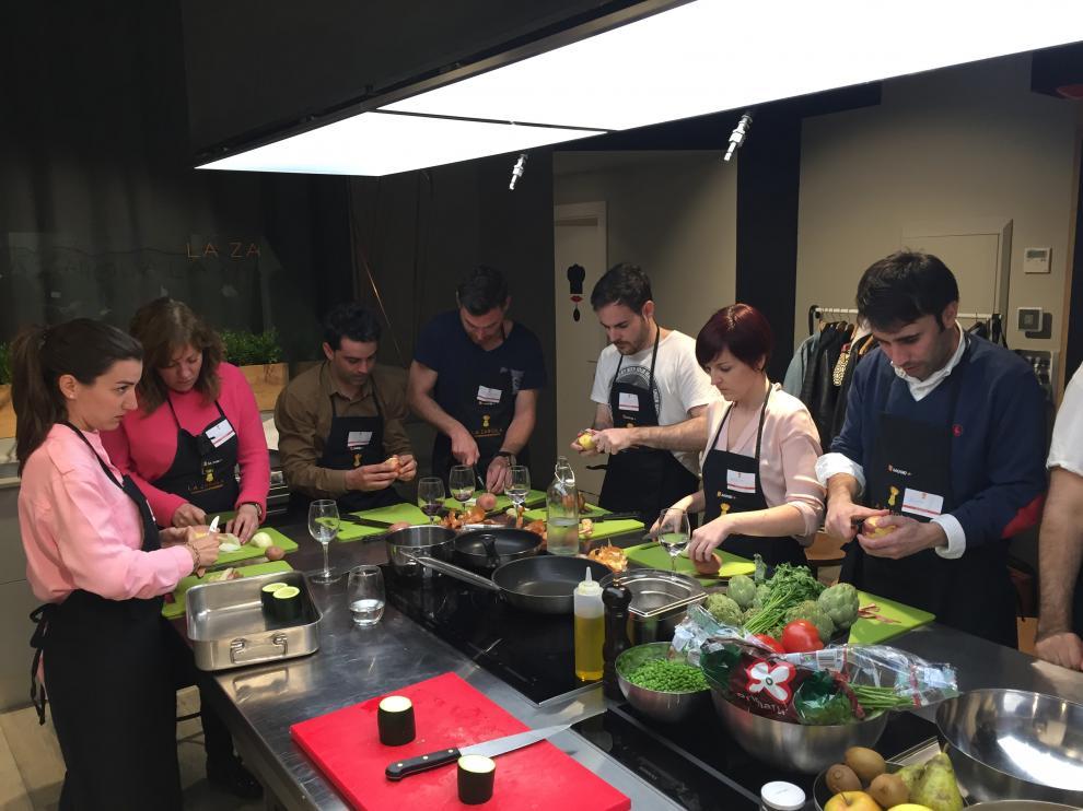 Uno de los cursos de cocina colectivos de La Zarola
