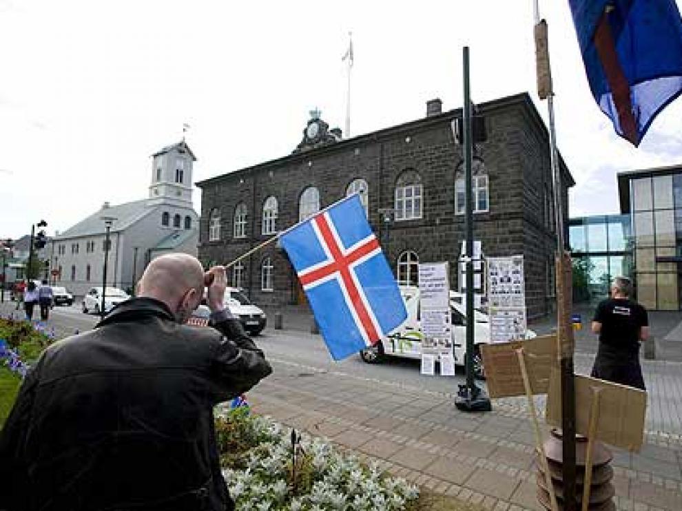 Imagen exterior del Parlamento islandés