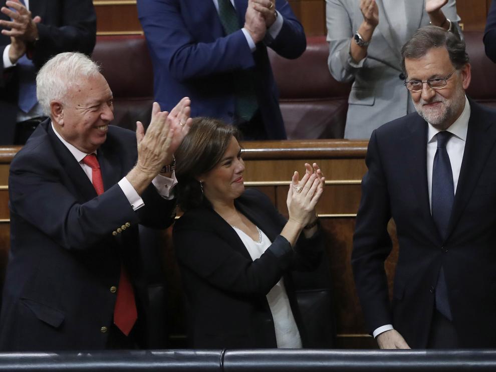Rajoy, arropado por los suyos tras la investidura