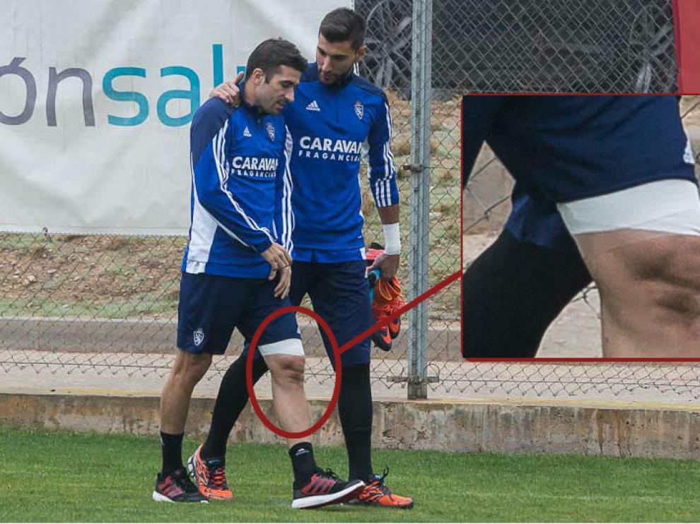 Cani, junto a Ratón, sale al césped de la ciudad deportiva en el entrenamiento de este domingo