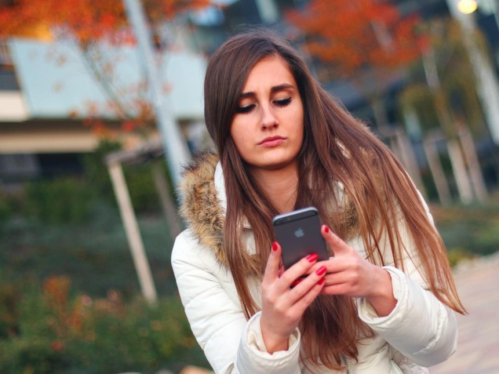El uso excesivo de Internet lo ha convertido en una droga para muchos jóvenes.