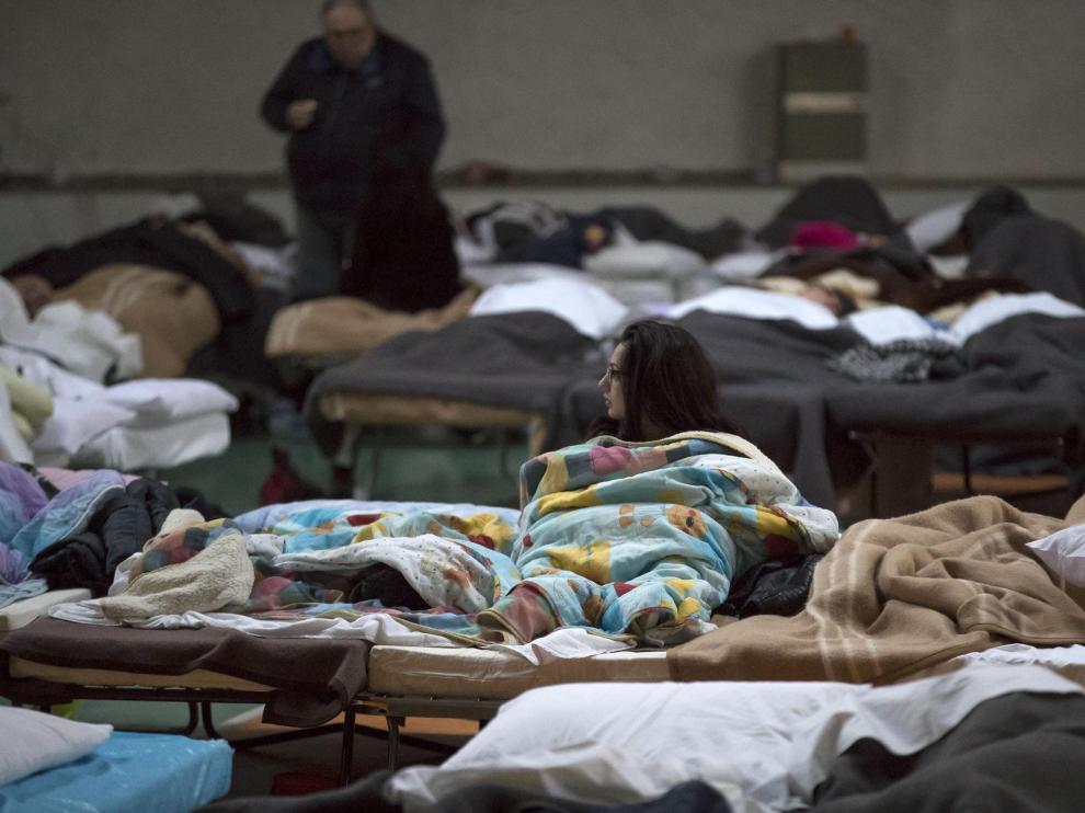 Damnificados alojados en un pabellón polideportivo en Norcia