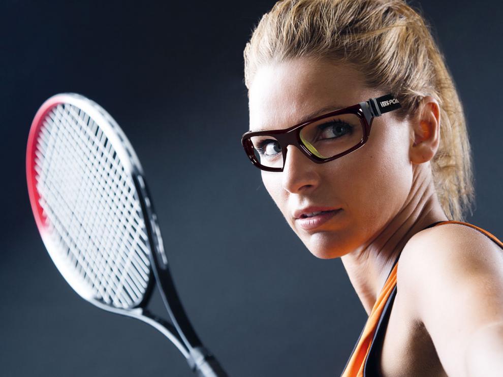 Las gafas protegen los ojos durante la actividad deportiva.