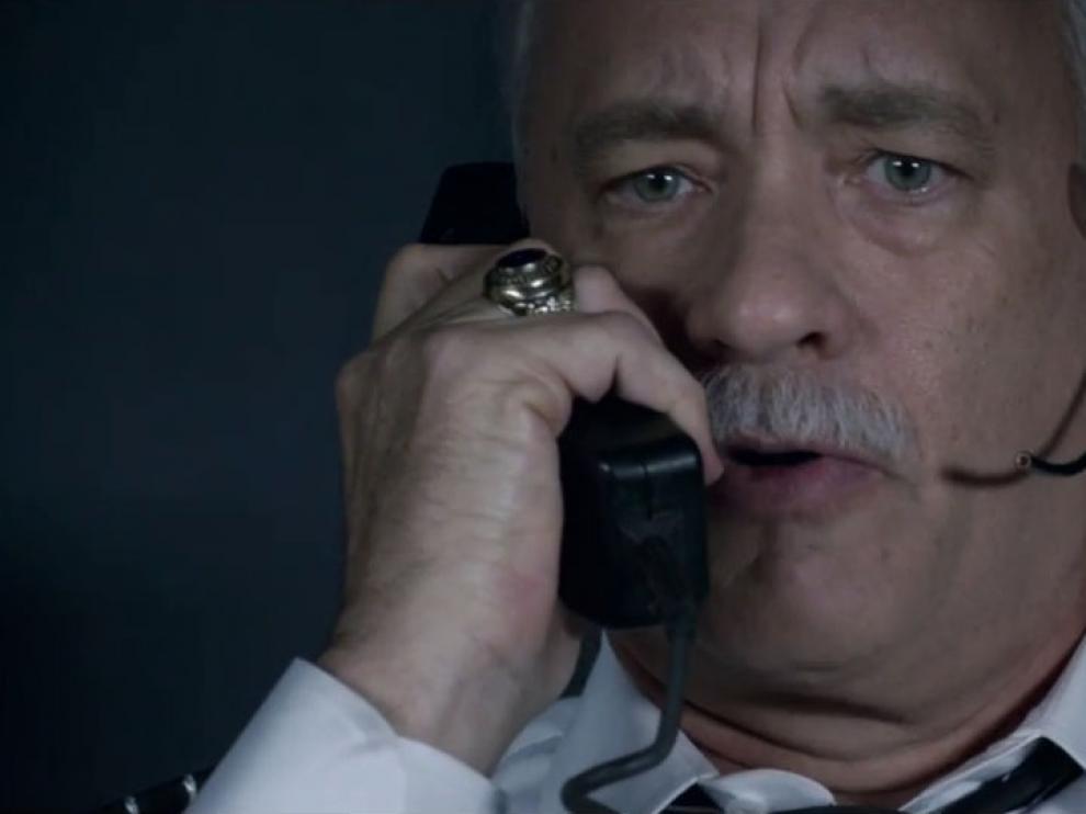 En 'Sully', Eastwood narra la historia real del amerizaje de un avión de pasajeros en el río Hudson.