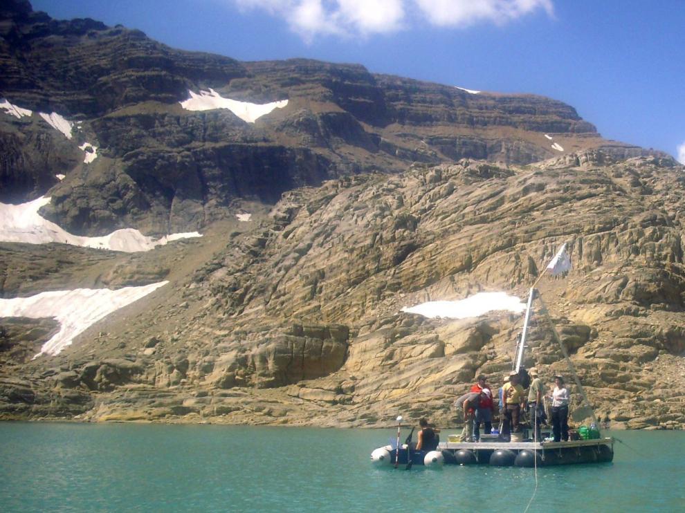 Foto de archivo de una campaña de investigadores y técnicos del IPE en el lago Marboré