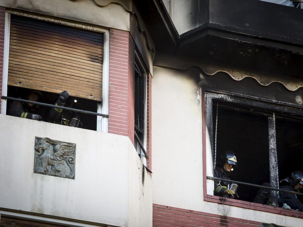 Incendio en una vivienda de la plaza de los Sitios