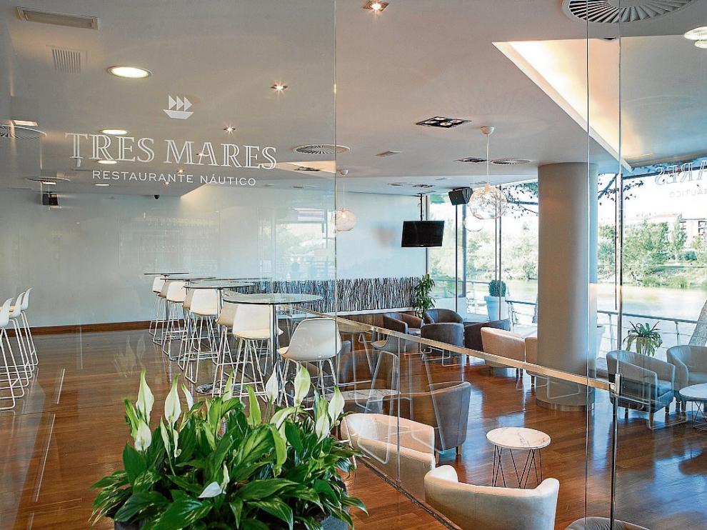 Vistas interior del restaurante Tres Mares, que ha sido rediseñado antes de su apertura.