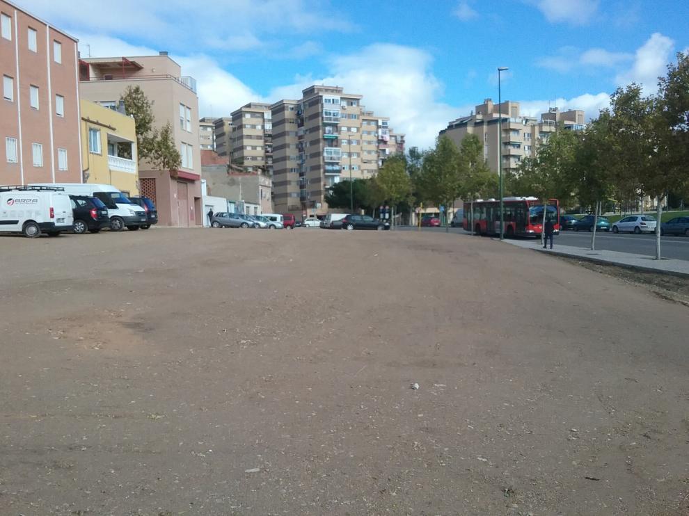 Solar situado entre las calles Zafiro y Rubí, en el barrio de La Paz