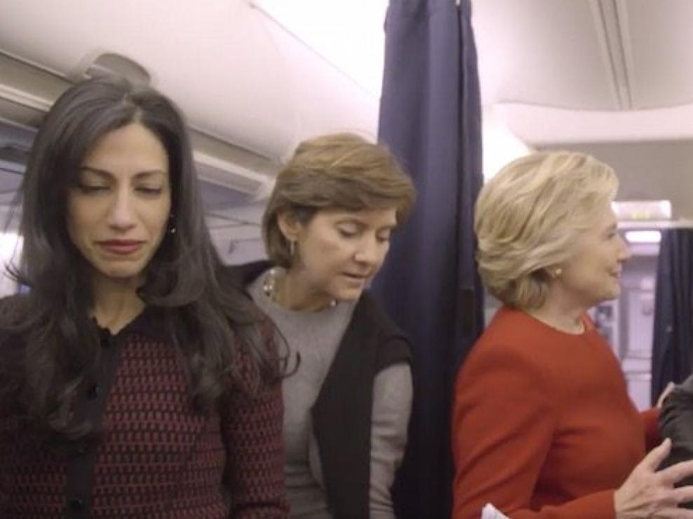 """Clinton y Bon Jovi se apuntan al """"desafío del maniquí"""" para pedir el voto."""