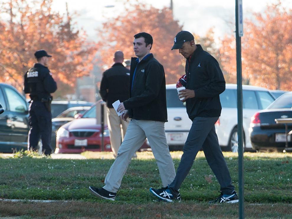 Obama de camino a su tradicional partido de baloncesto en la jornada electoral.