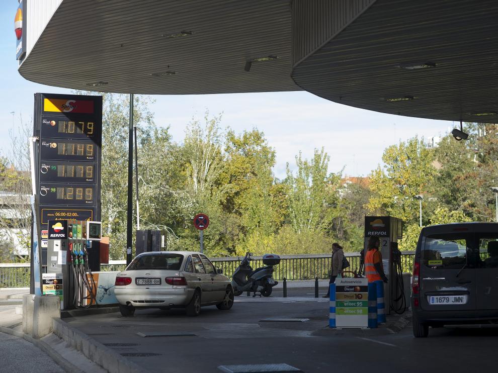 Las gasolineras temen que aumente la fuga de clientes al suprimir Navarra su recargo fiscal