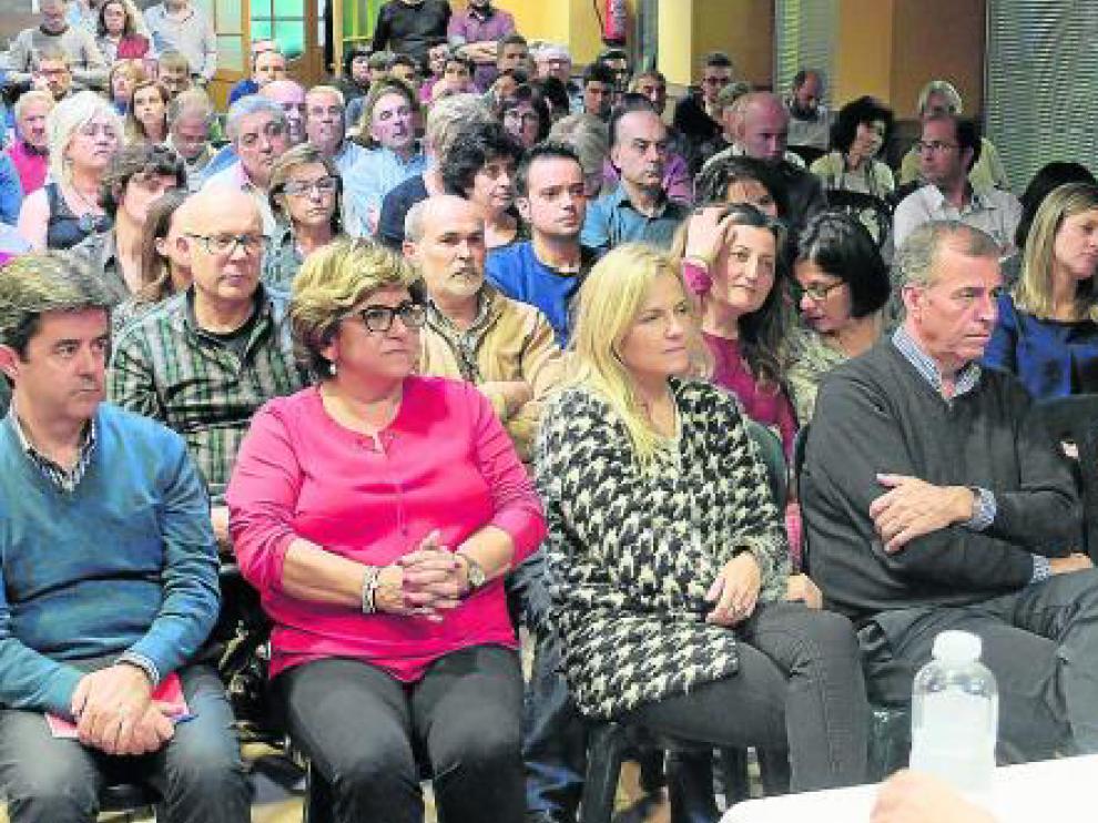 Antonio Cosculluela, segundo por la derecha, durante la jornada del PSOE en las Vilas del Turbón.