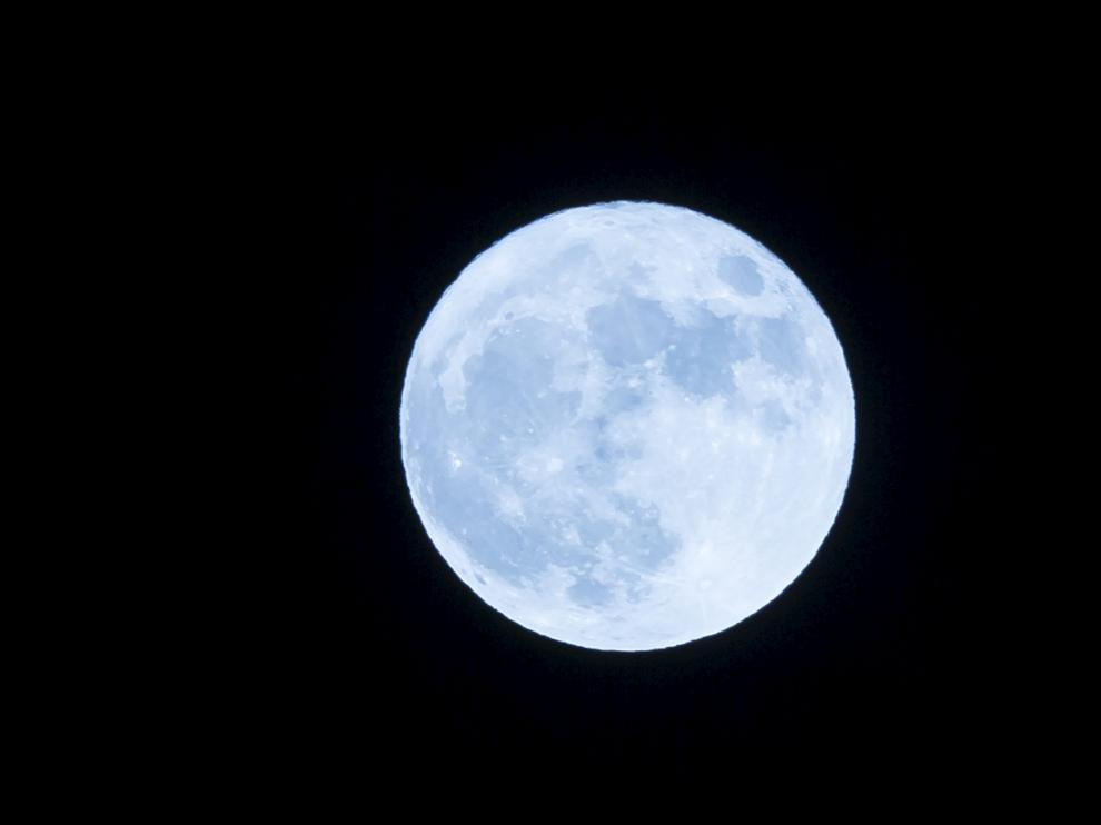 La superluna también iluminó Zaragoza en noviembre de 2016