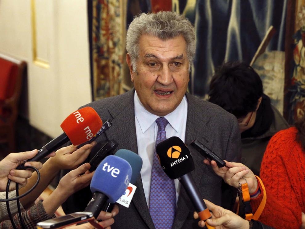 El presidente del Congreso y diputado electo por Soria, Jesús Posada, atendiendo a los medios este martes.