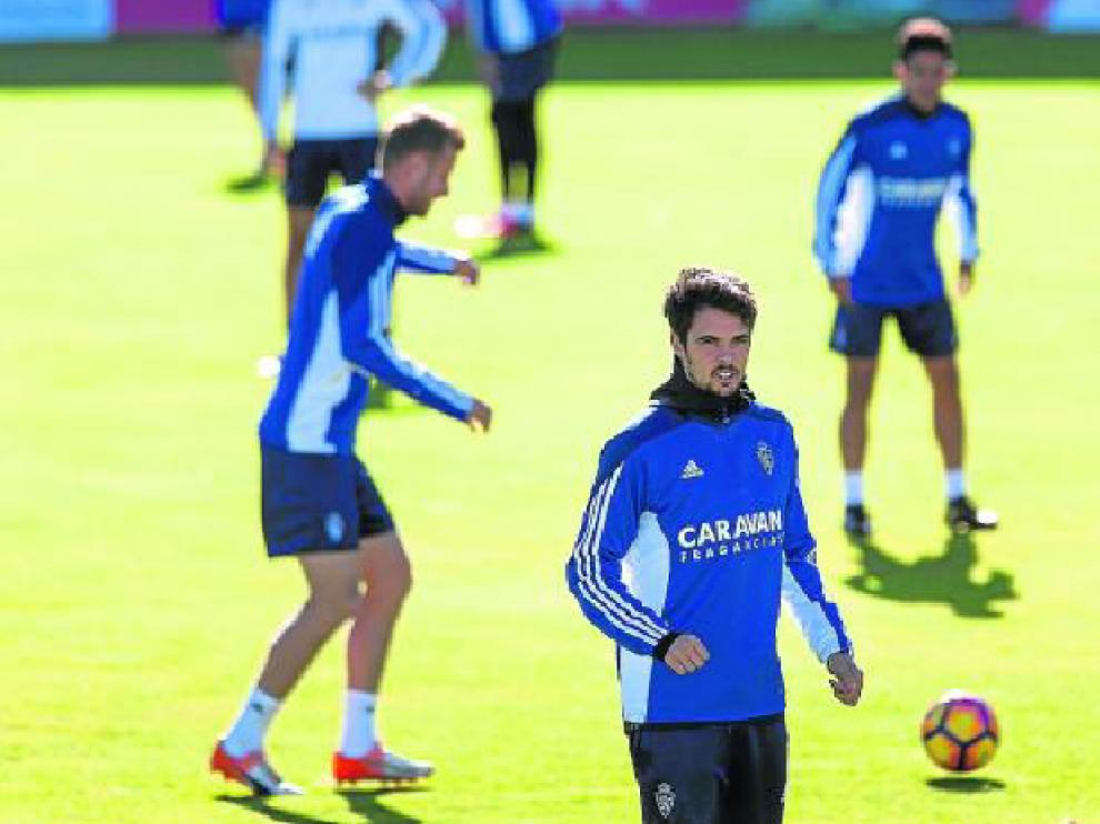 Erik Morán, en un entrenamiento del Zaragoza.