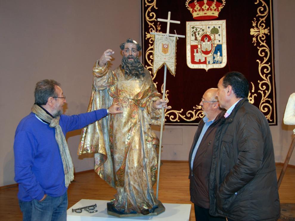 El delegado territorial de la Junta, Manuel López, y el diputado de Cultura de la Diputación, Amancio Martínez, han presentado este viernes las dos esculturas restauradas