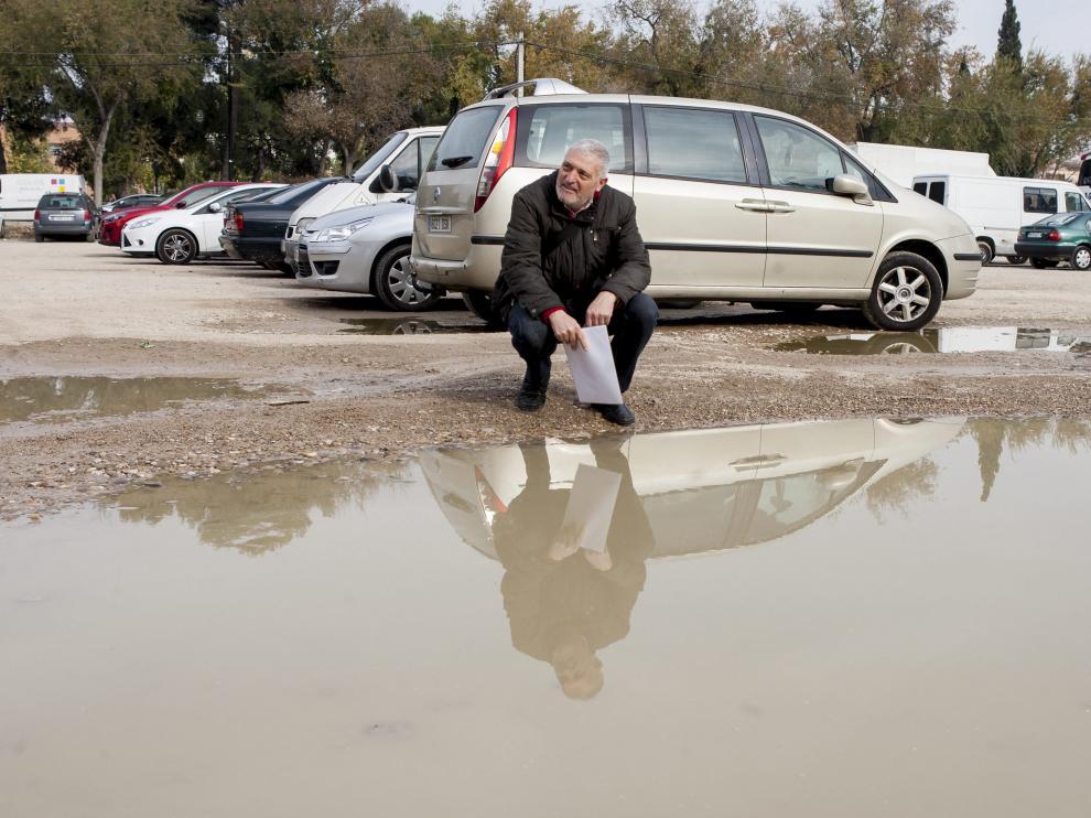 José Luis Ibáñez exige que se acondicione el solar y se convierta en un parquin asfaltado.