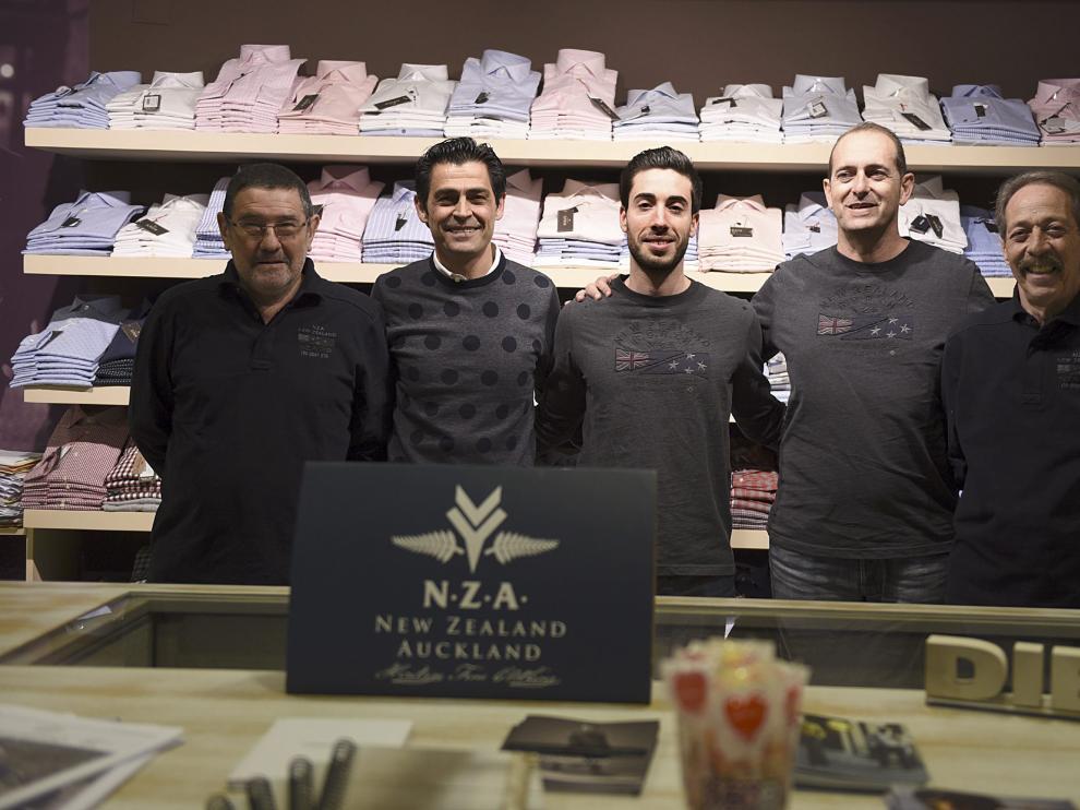 José Antonio Hernández (delegado), Miguel Ángel Santolaria (propietario de la tienda Mírate), Sergio Ferrer (fisioterapeuta), José Nolasco (técnico del Bada) y José Luis Labordeta (delegado).