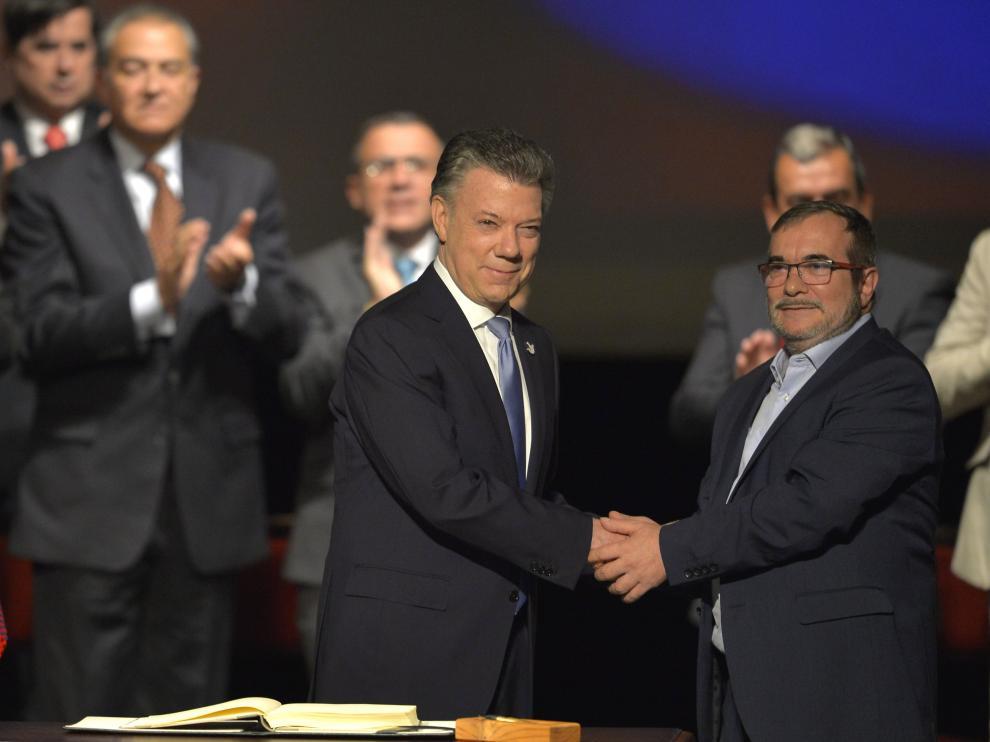 El Gobierno de Colombia y las FARC firman el acuerdo de paz revisado