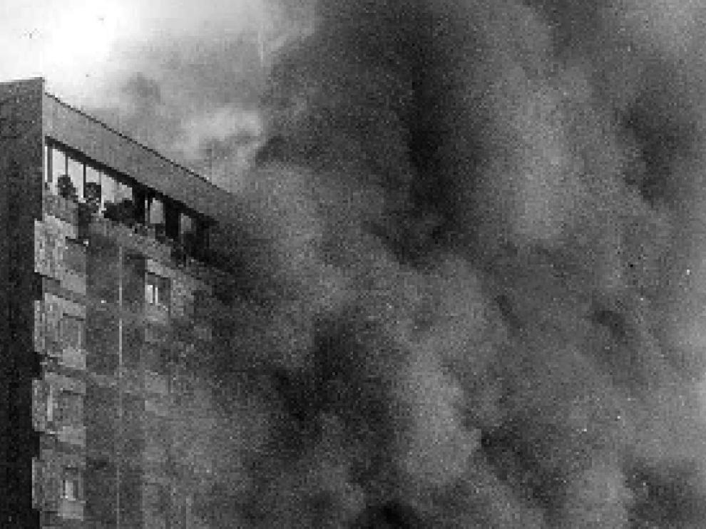 Imagen de archivo del incendio del hotel Corona de Aragón en la mañana del 12 de julio de 1979.