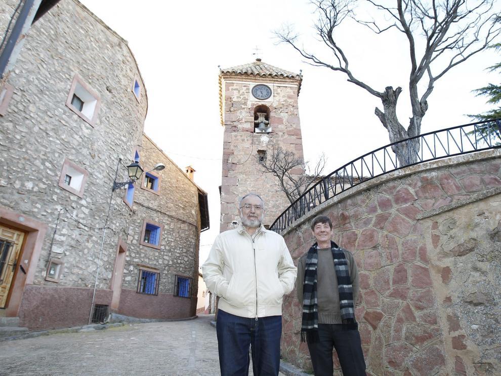 Burillo, en primer término, en la localidad de Bezas.