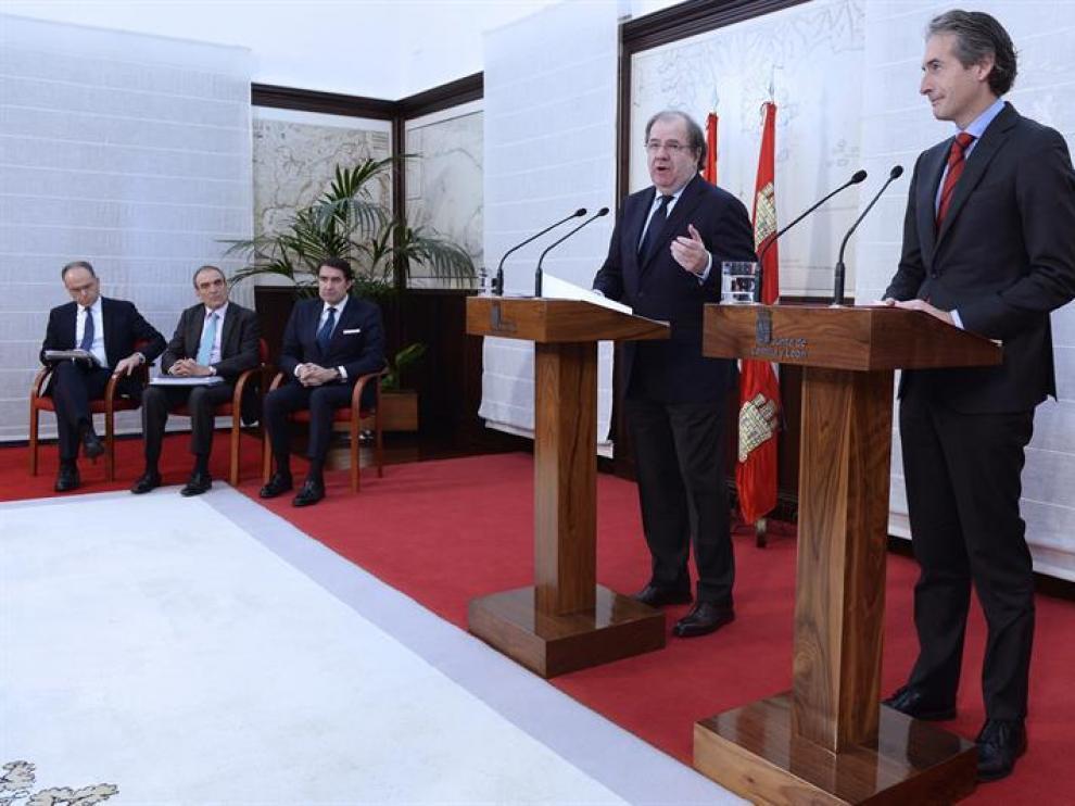 El presidente de la Junta, Juan Vicente Herrera, y el ministro De la Serna, este martes en Valladolid