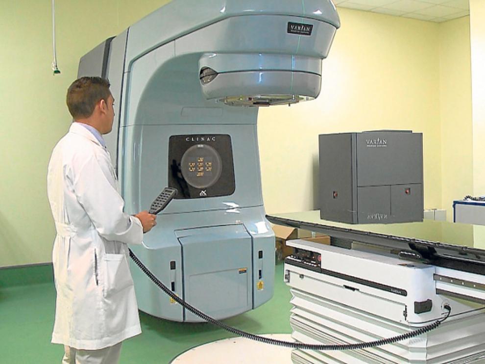 Un acelerador lineal para ofrecer el tratamiento de radioterapia.