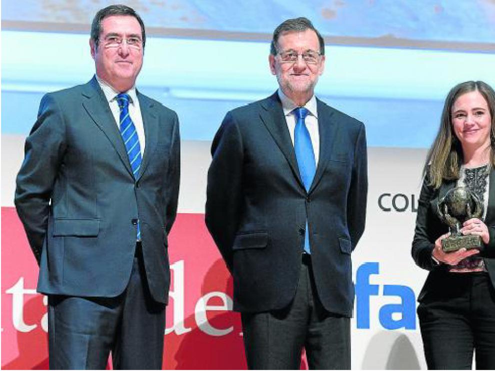 Antonio Garamendi (Cepyme), el presidente Mariano Rajoy y Alicia Asín, ayer en Madrid.