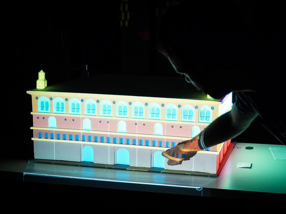 Maqueta iluminada con tecnologías de videomapping.