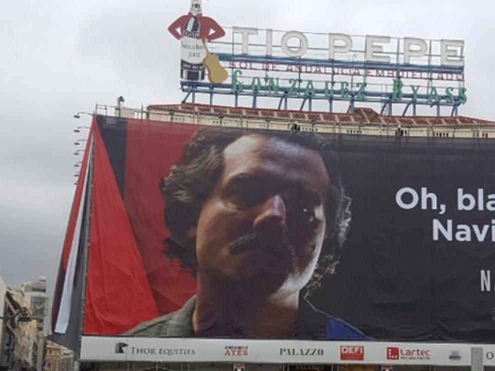 Cartel de Netflix en la Puerta del Sol.