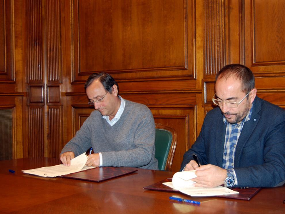 El presidente de la Diputación de Soria, Luis Rey, y el director de la Fundación Cesefor, Antonio Taboada, han suscrito este viernes un convenio de colaboración