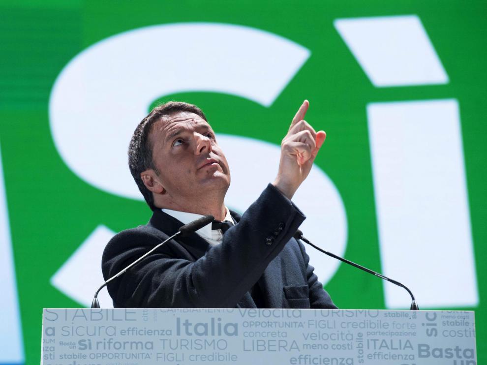 """Mateo Renzi en el último acto de su campaña a favor del """"sí"""" en Florencia."""