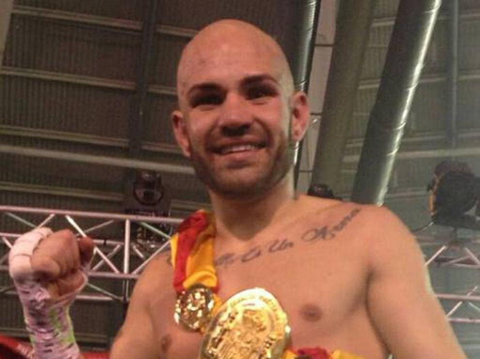 Eloy Iglesias, con su título de campeón de España del peso ligero