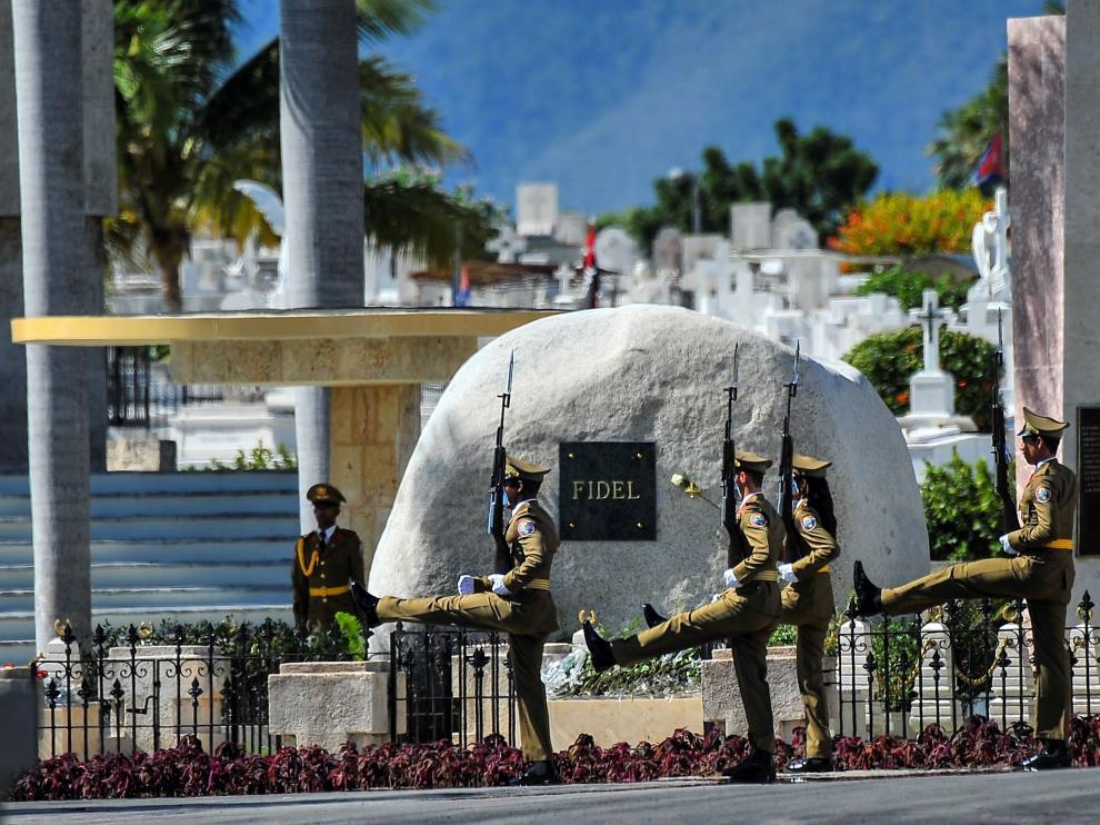 Fidel, enterrado bajo una roca y cerca de José Martí en Santiago de Cuba
