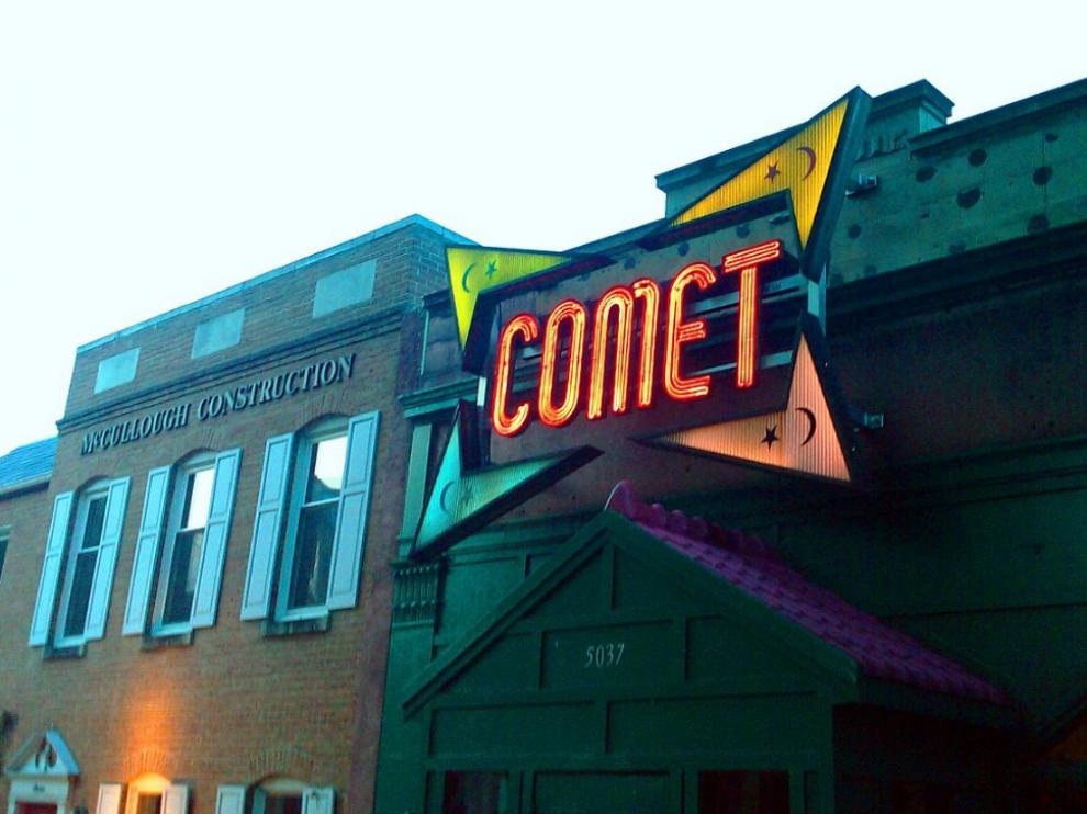 Entrada de la pizzería en la que se produjo el tiroteo en Washington.