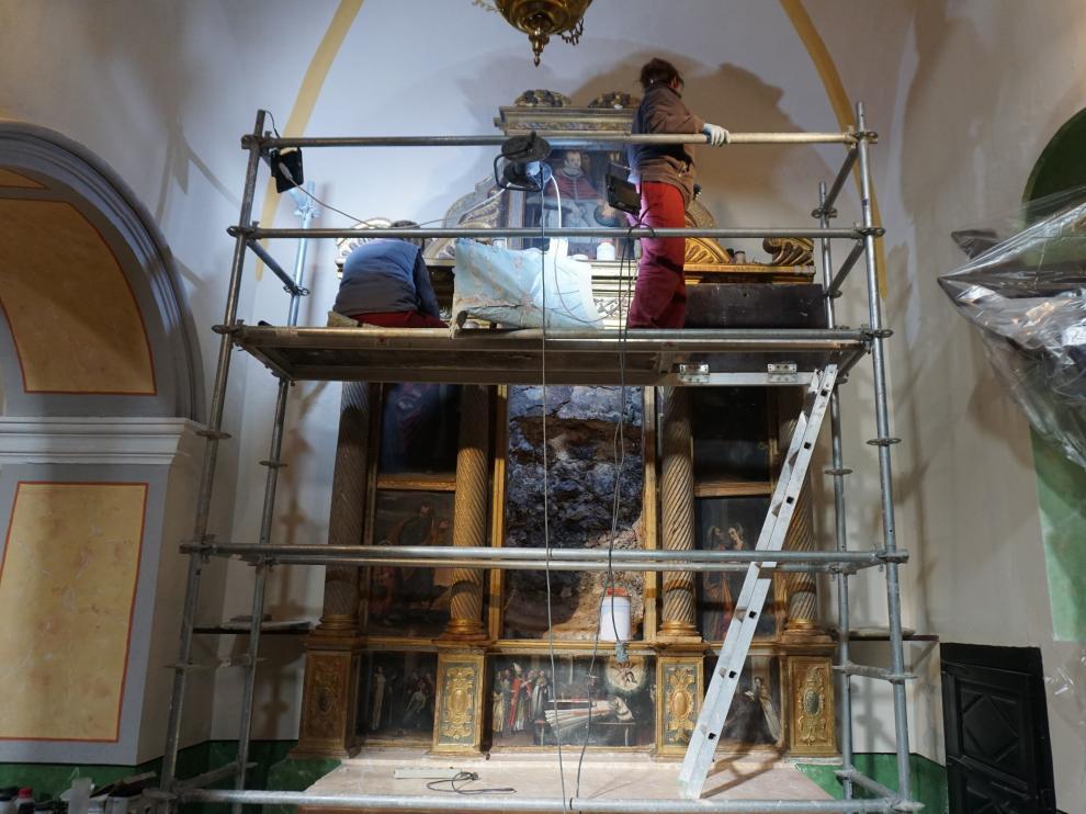 Restauran un retablo manierista del siglo XVII de la iglesia de Gea