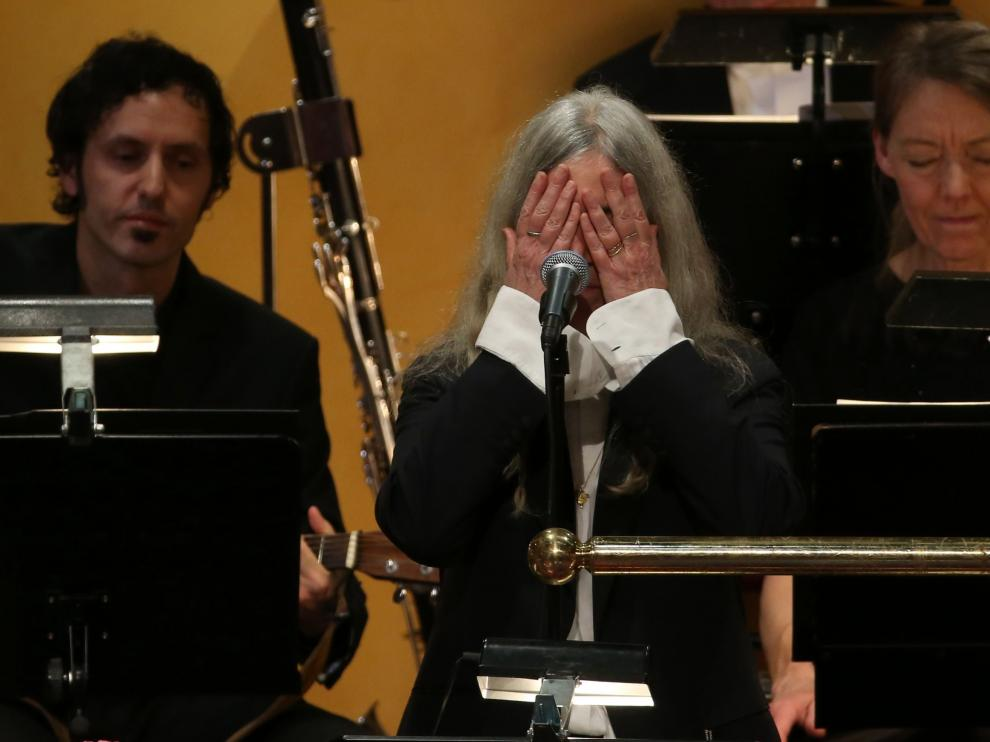 Patti Smith eclipsa con su humanidad la polémica ausencia de Dylan en ceremonia Nobel