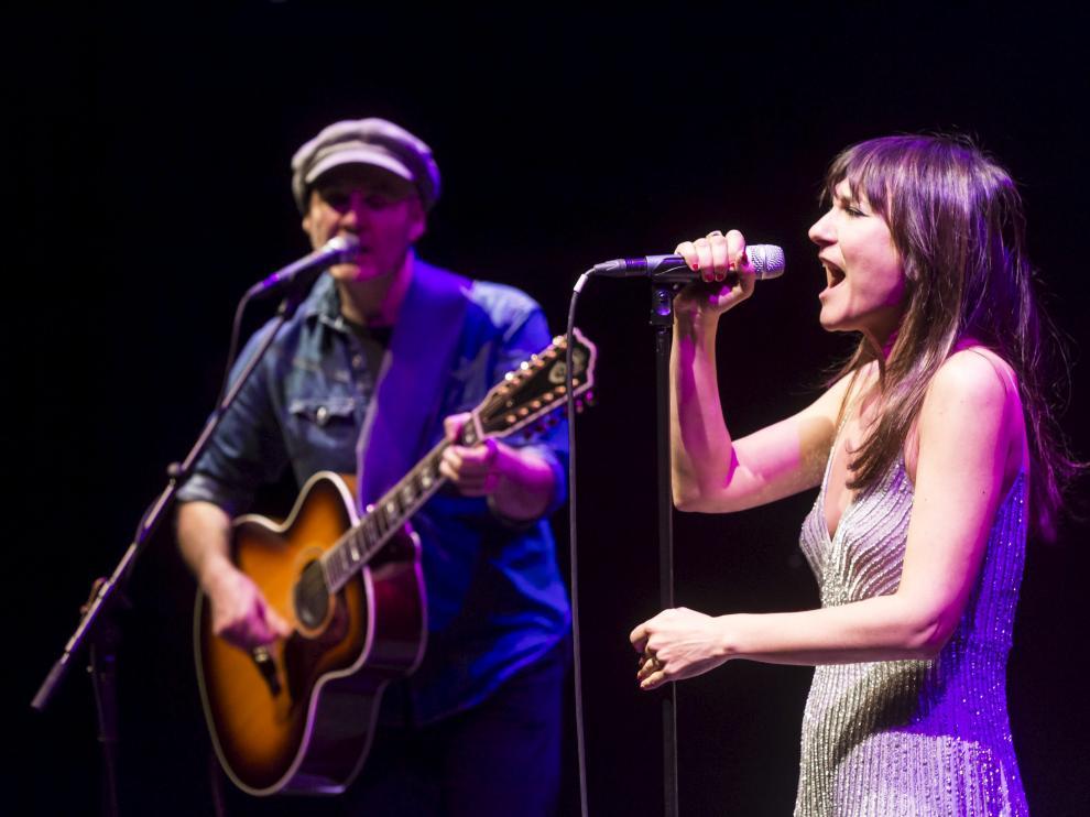 Eva Amaral y Juan Aguirre, en una foto de archivo en el Teatro de las Esquinas de Zaragoza.